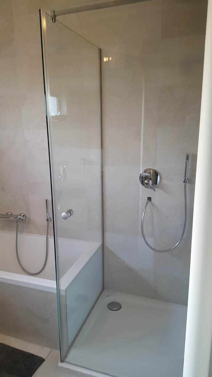 Vitre de salle de bain pour baignoire ou douche l glassdesign for Vitre de douche
