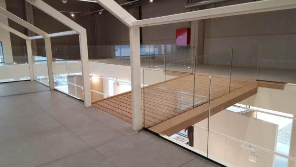 Glazen balustrade binnen
