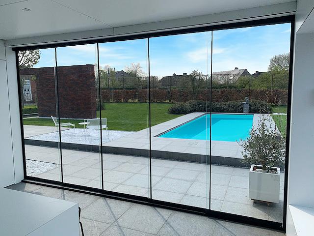 glazen schuifwand poolhouse