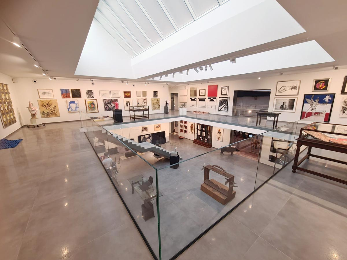 glazen balustrade kunstgalerij De Vuyst
